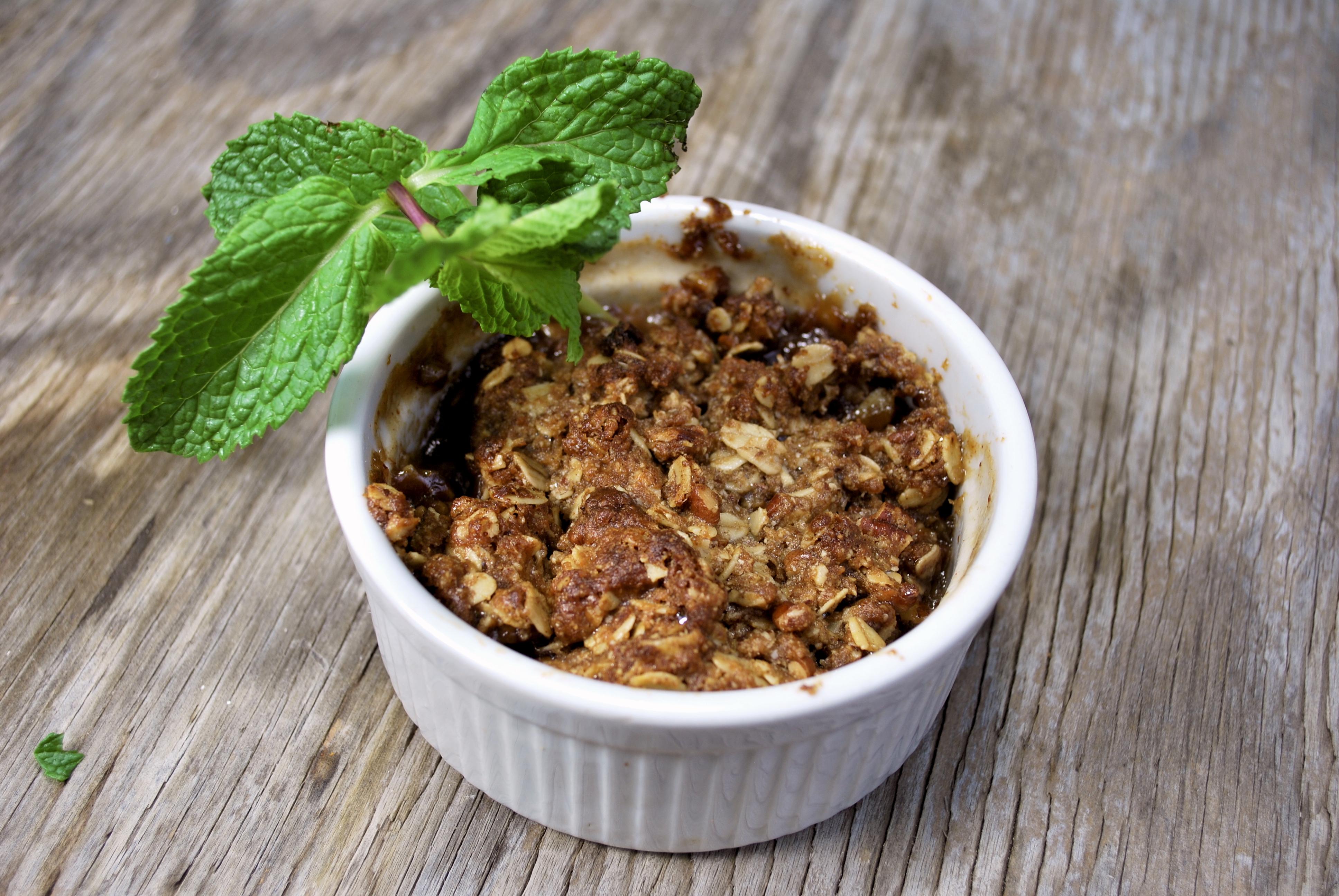 spiralizing recipes - desserts - gluten-free apple crisp