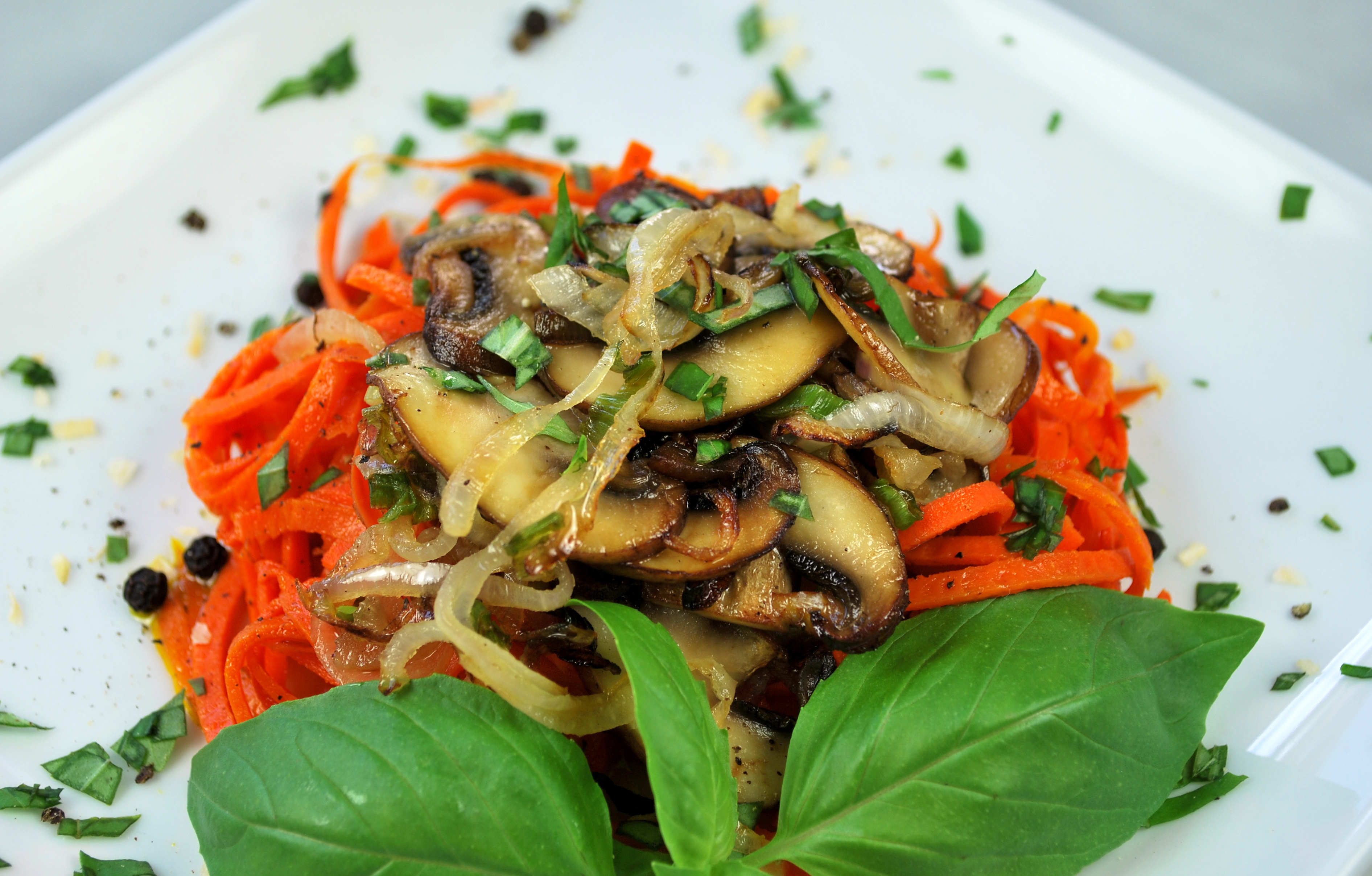 spiralizing recipes - paleo, sides - carrot pasta with mushroom sauce
